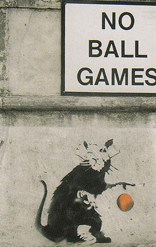 Ballspielende Ratte
